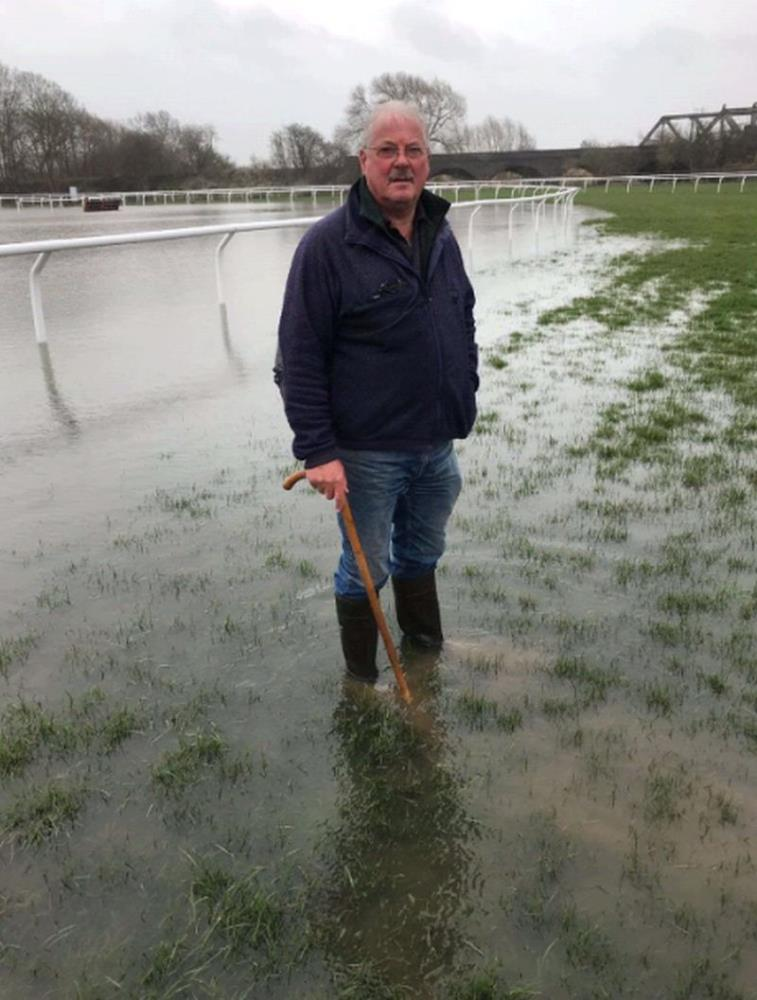 You can see why Stratford on Saturday is already abandonned.. Eric Harris their chief groundsman looks like he should be going fishing?