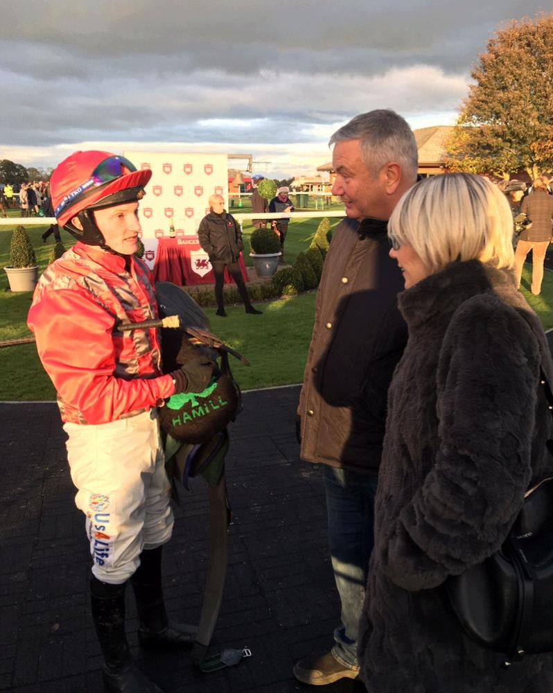 Mikey Hamill telling Ali and Andy Sulin how their horse Aliandy ran.. he was 3rd