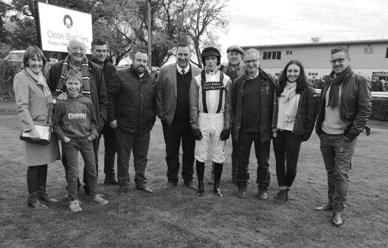Arthurs Sixpence's owners before his race