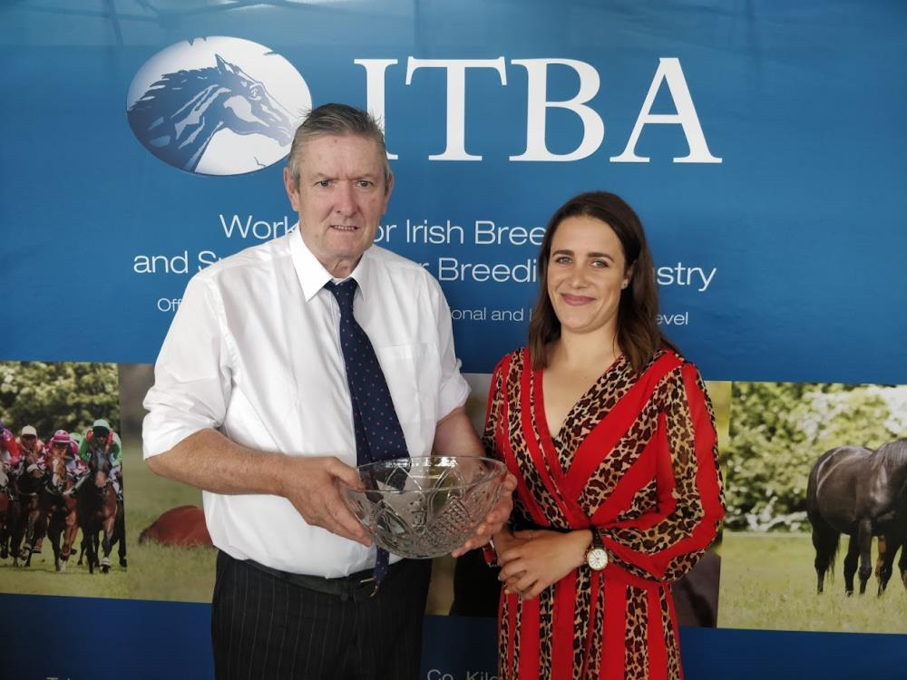 Thomas Mulhern being presented with the National Hunt Chaser Award 2019 as the breeder of Vinndication.