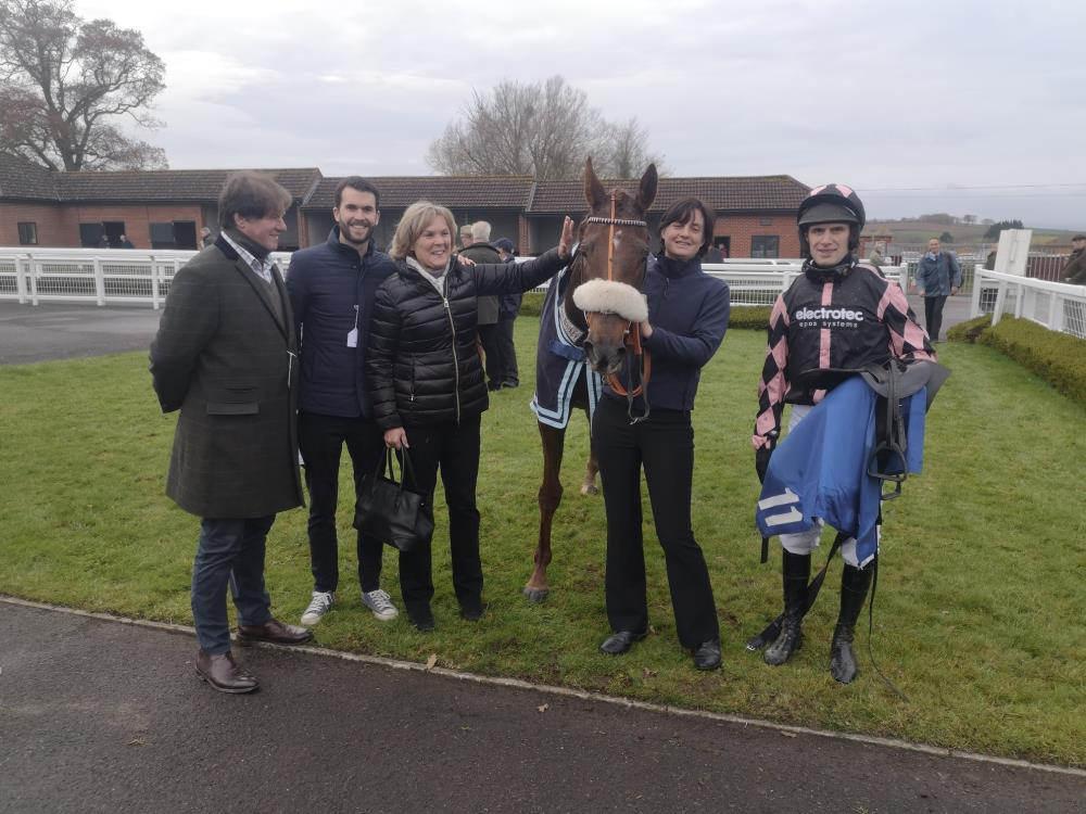 Miss Gemstone with her happy owners.. Tim Dymond, Mat and Sandra Steer Fowler, Leigh and David