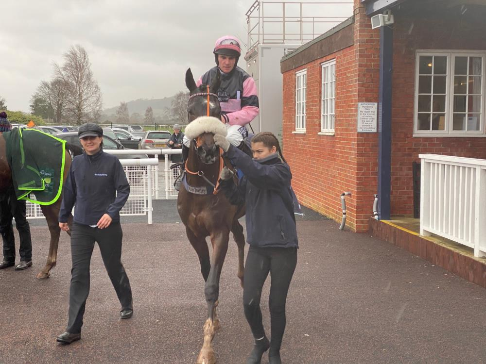 Java Point and Johnny Burke returning to the unsaddling enclosure