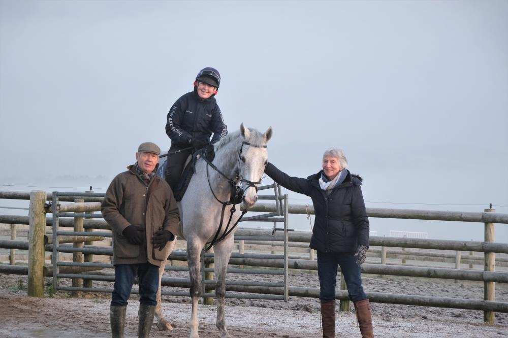 Doug and Sylvia with their horse Silver kayf