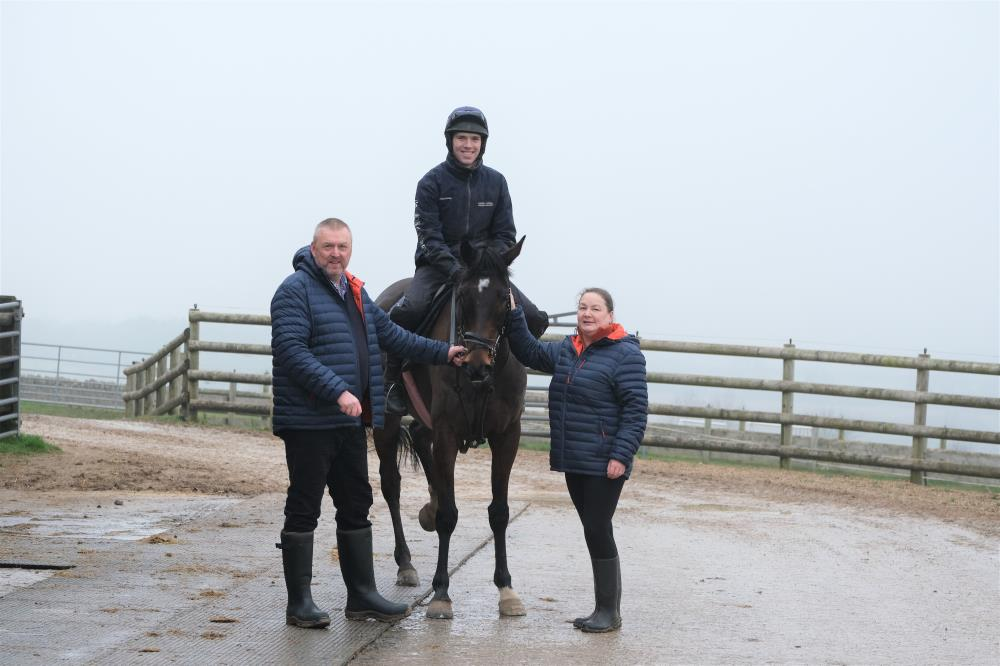 John and Mandy Battershall with their horse Younevercall