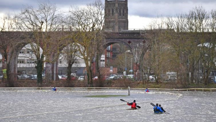 Yesterday racing at Worcester..As they approach the bridge bend who is in front?