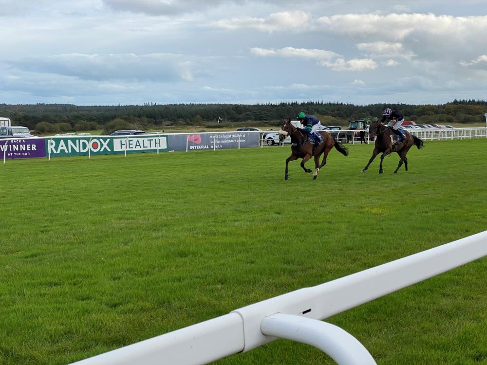 El Presente heads to the winning post in front