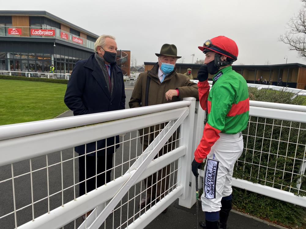 Stephen Cannon and Kevin Clancy talking to Ciaran Gethings before Two For Gold's run