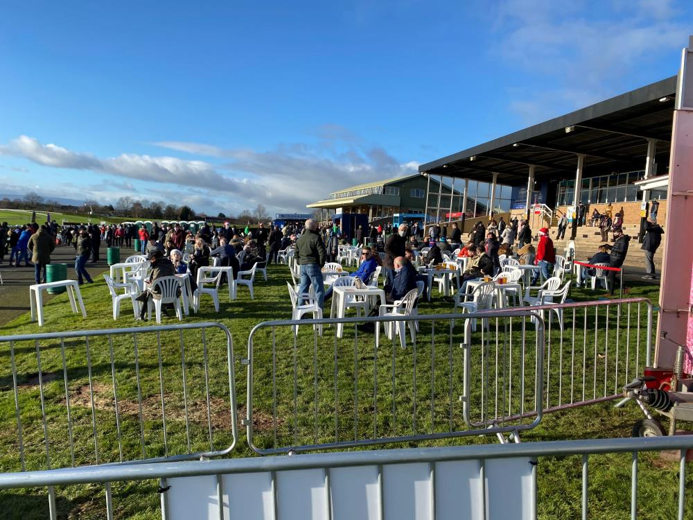 Sunny times at Hereford on Saturday too.. Crowds enjoying the sunshine at the races..