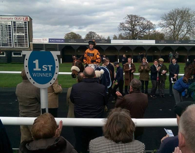 Younevercall returing to the winners enclosure