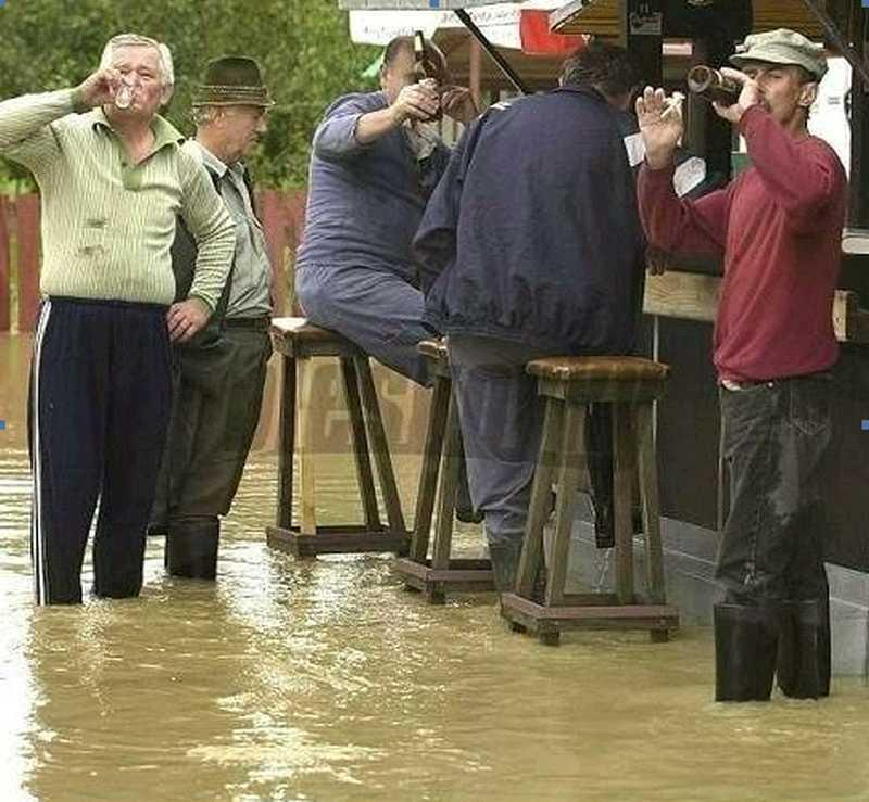 Crowds panic as flooding threatens Ireland
